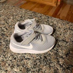 Nike Toddler Tanjun sneakers